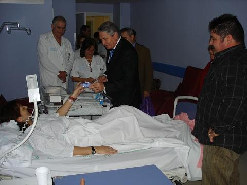 20061225093633-alcalde-visita-nuevas-instalaciones-maternidad-hospital-de-motril-21-12-2006-05.jpg