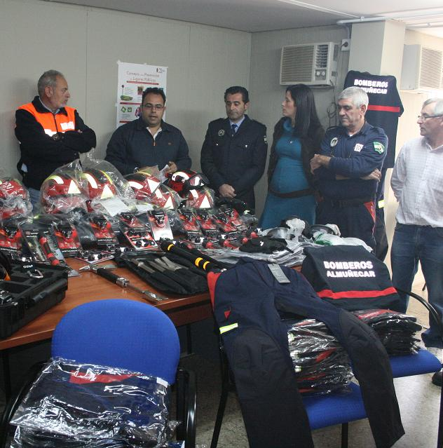 20111216194419-nuevo-material-para-bomberos-de-almunecar-11.jpg