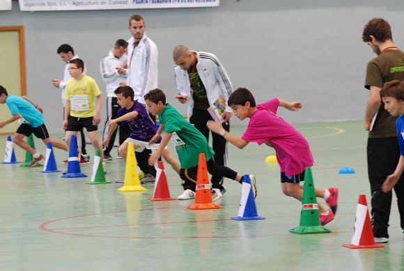 20120413180954-final-autonomica-jugando-al-atletismo.jpg