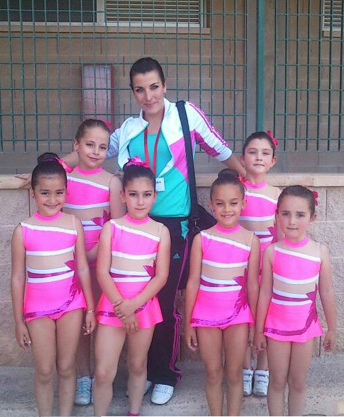20120515161203-gimnastas-de-almunecar-y-monitora.jpg
