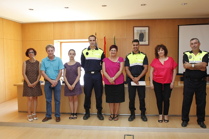 20120703224104-foto-de-familia-con-los-nuevos-agentes-en-el-centro.jpg