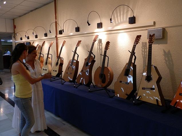 20120802165743-exposicion-de-guitarras-en-casa-cultura-almunecar.jpg