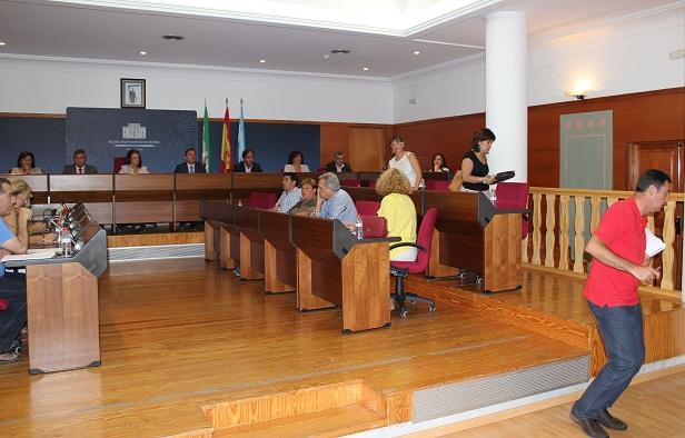 20120809152722-concejales-de-la-oposicion-abandonan-el-pleno.jpg