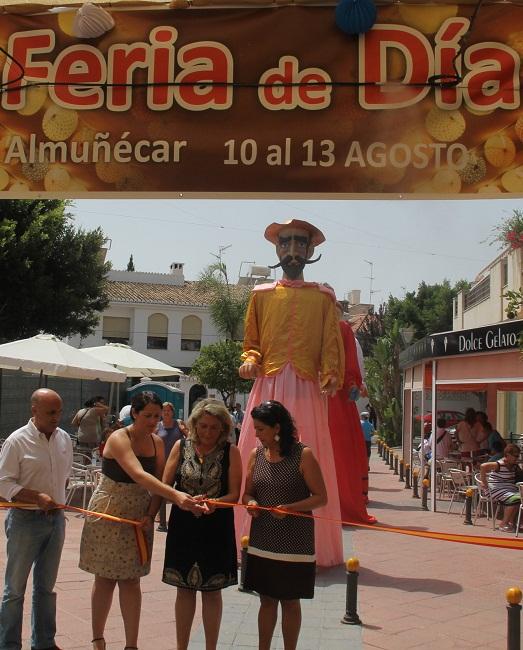 20120810202627-alcaldesa-almunecar-inagura-feria-dia-2012.jpg