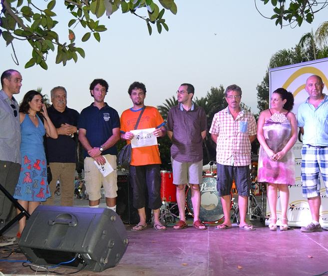 20120813150318-eugenia-rufino-concejal-de-turismo-y-comercio-y-jose-casas-presidente-de-acesa-en-la-entrega-de-premios-pintura-rapida-1-.jpg