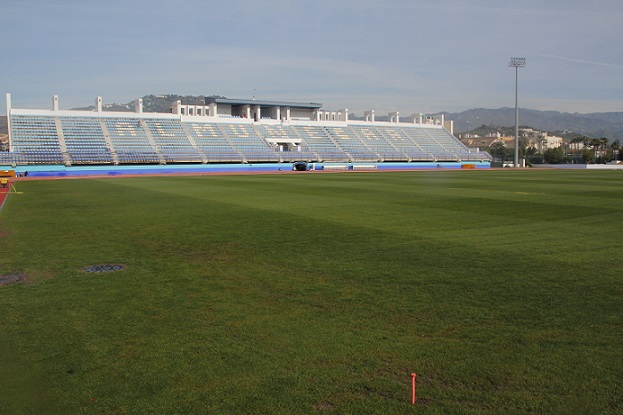 20130411174438-nuevo-cesped-estadio-francisco-bonet-almunecar.jpg