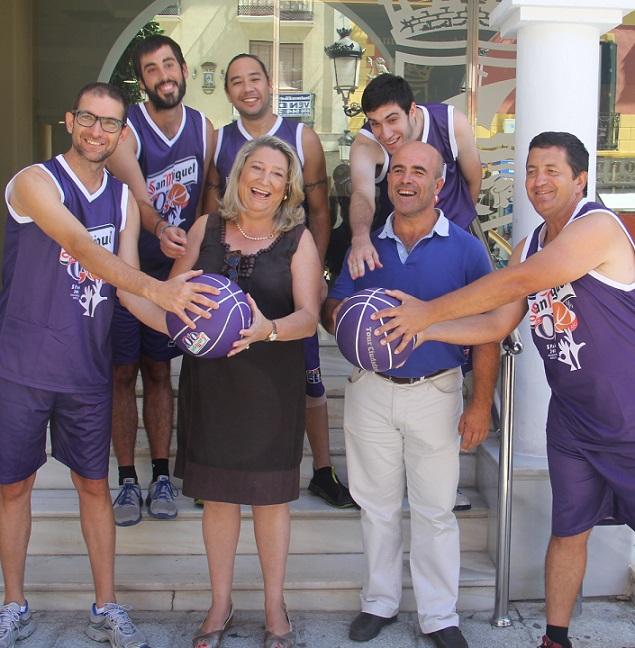 20140813181537-alcaldesa-y-concejal-deportes-almunecar-junto-voluntarios-sexitanos-apoyando-tour-ciudadano-14.jpg