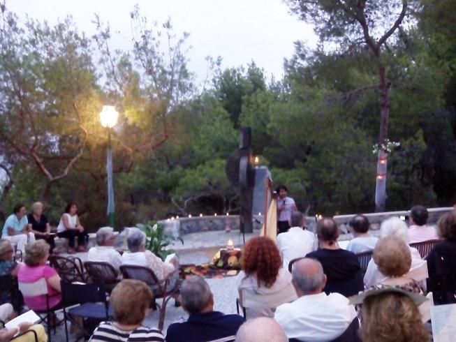20140818174327-concierto-arpa-en-ermita-punta-de-la-mona-14.jpg