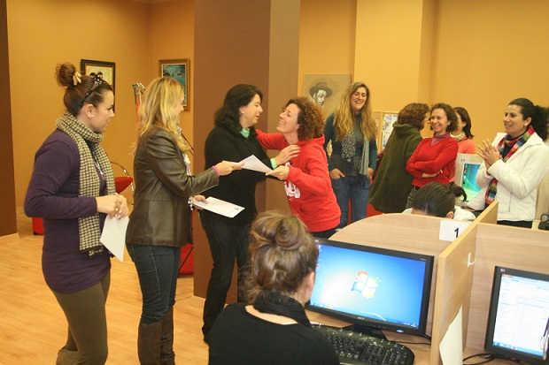 20140908190131-entrega-diplomas-curso-informatica-para-mujeres.jpg