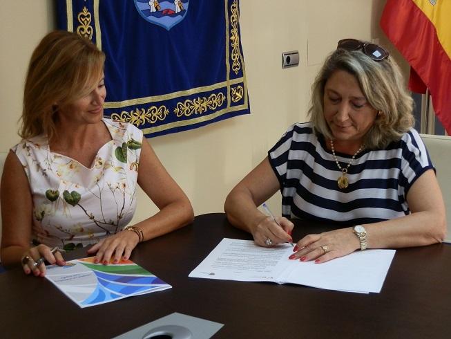 20140917172550-alcaldesa-almunecar-firma-convenio-promocion-con-agencia-tui-14.jpg