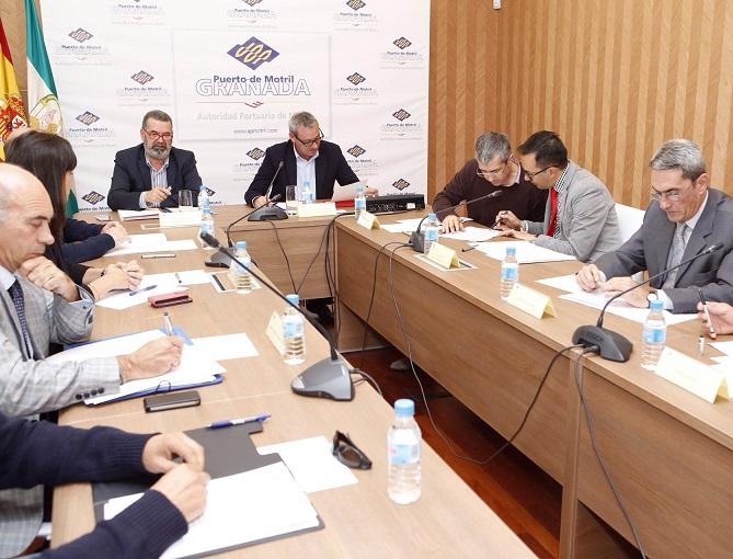 20141110192023-el-presidente-del-puerto-y-el-capitan-maritimo-durante-la-reunion.jpg