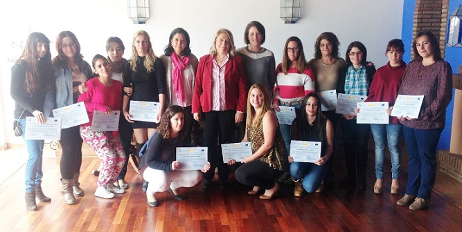20141114182751-mujeres-formadas-como-camareras-de-bar-14.jpg