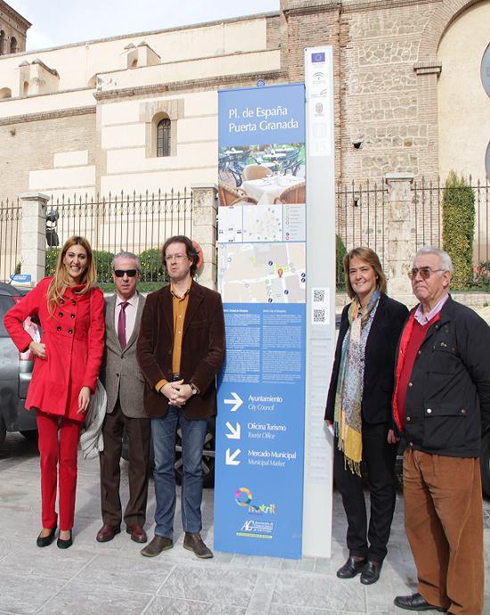 El Centro Comercial Abierto de Motril estrena señalización viaria que dinamiza las compras ligadas a su atractivo turístico