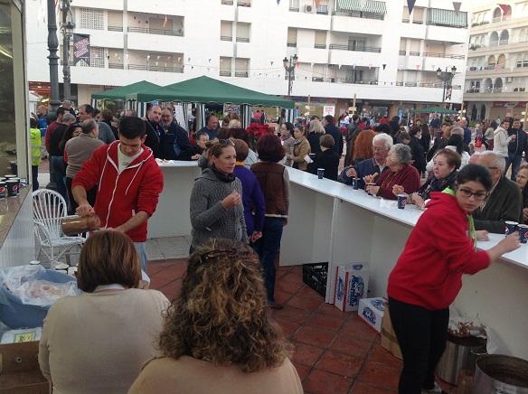 Más de una millar de herradureños participaron en la merienda pro cabalgata 2015