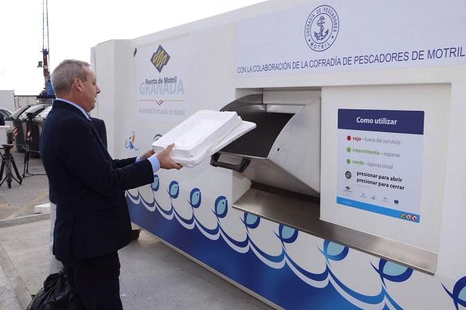 El Puerto adquiere un compactador solar para controlar los residuos derivados de la pesca