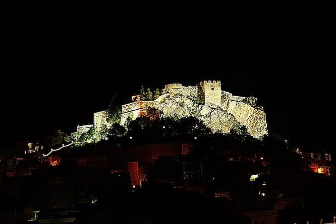 20141218152820-20130403201232-20121005000338-castillo-2.jpg