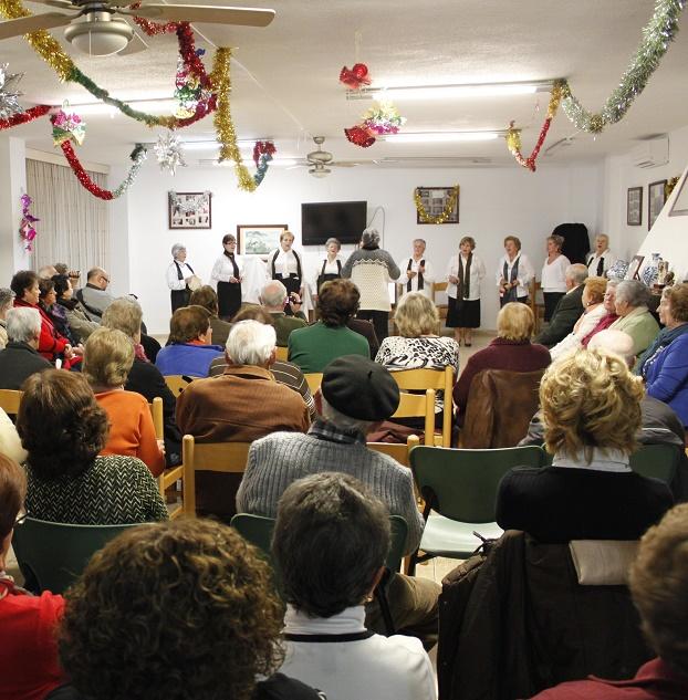Los mayores de Órgiva le cantan a la Navidad