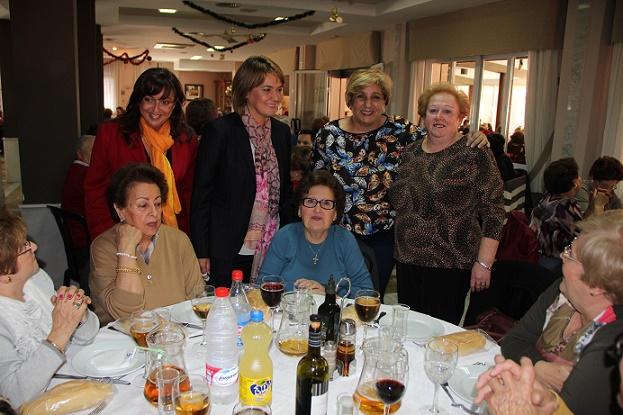 Más de 400 mayores participan en el almuerzo navideño de la red municipal de Centros de Participación Activa