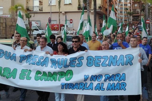 20141220124956-manifestacion-marcha-agua-1-.jpg