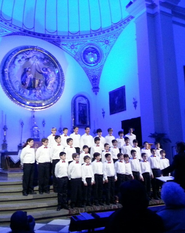 La Escolanía del Real Monasterio del Escorial ofreció en Almuñécar un extraordinario  Concierto de Navidad