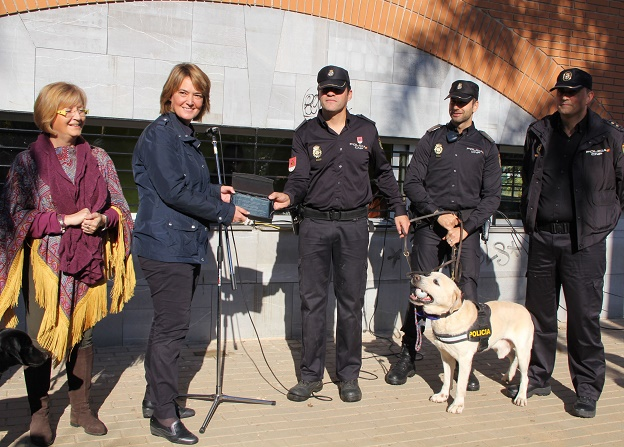 20141222162720-placa-a-uegc-policia-nacional.jpg