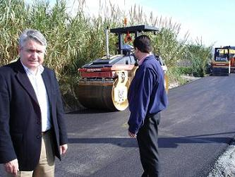 Pedro Alvarez visita el camino de Caldera y Belluga, que el Ayuntamiento está arreglando