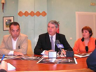 Salobreña tendrá stand propio en FITUR. Su alcalde, Jesús Avelino Menédez, anunció que la Villa también estará con el Patronato Provincial de Turismo