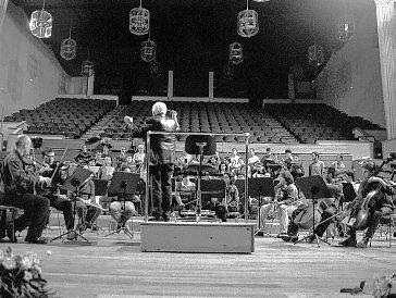 Concierto de Año Nuevo en Motril  a cargo de la Orquesta de Cámara Andaluza dirigida por Michael Thomas
