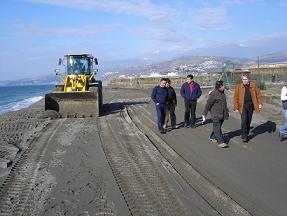 Pedro Álvarez y Francisco Rodríguez visitan las obras de regeneración de la franja litoral de Playa Granada dañada por los temporales