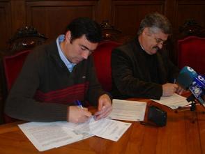 El Ayuntamiento de Motril firma un convenio con el Colegio Especial Luis Pastor para enseñar música a los niños
