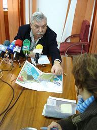 Francisco Pérez Oliveros (PSOE) afirma que para finales de diciembre de 2006 estarán finalizadas las obras de urbanización del Polígono Industrial del Puerto