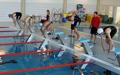 Una experiencia piloto de la Concejalía de Deportes de Motril posibilita la enseñanza de la natación entre alumnos del CP Cardenal Belluga