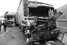 Un herido grave en una colisión entre dos camiones contenedores a la altura de La Rábita