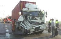 Colisionan 4 camiones en la CN-340 a la altura de Salobreña. Uno de los conductores resultó herido