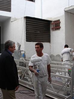 El alcalde comprueba el buen ritmo de los trabajos de rehabilitación de las viviendas del barrio de Huerta Carrasco