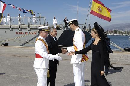 El Alcalde de Motril y el Jefe de la Escuadrilla de Escoltas de la Armada reciben a los Principes de Asturias