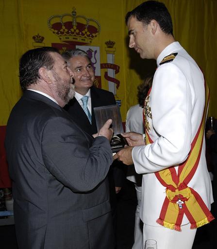 El alcalde de Motril, Pedro Alvarez, cursó invitación formal a los Reyes, a través de los Príncipes, para que visiten la localidad granadina
