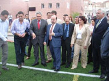 Gaspar Zarrías inaugura el campos de fútbol de cesped artificial Cerrillo Jaime y el Centro de Interpretación de la Caña de  Azúcar en Motril