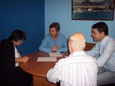Carlos Rojas (PP)  atiende las peticiones de los vecinos del Centro de Motril