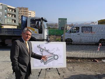 Pedro Álvarez visita las obras de urbanización y construcción de una rotonda en el entorno del Puente Toledano, donde el Ayuntamiento invertirá 1.200.000 euros en adecuar este nudo de comunicaciones