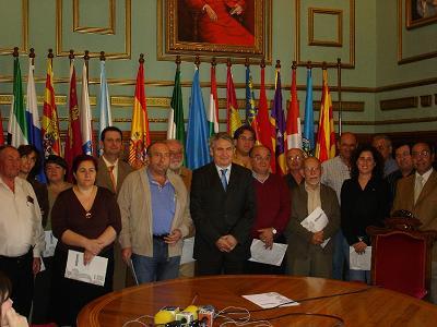 Pedro Alvarez, alcalde de Motril, entrega ayudas económicas a 16 ONG´s