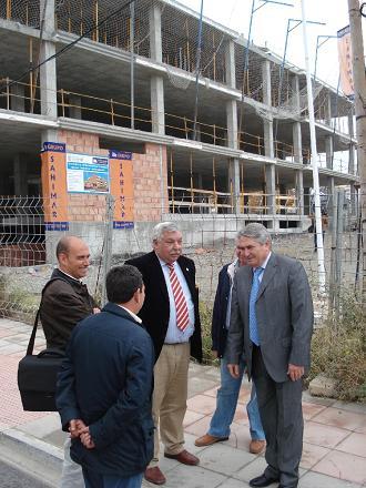 Pedro Alvarez visita las 27 viviendas de protección oficial construidas en suelo municipal