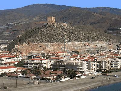 IU pide que se paralicen las actuaciones urbanísticas en el cerro del Castillo de Castell de Ferro