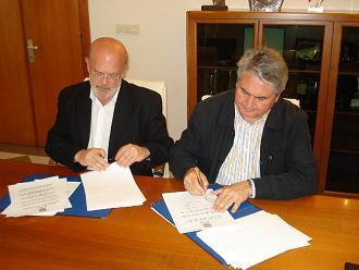 El Ayuntamiento firma un convenio de colaboración con el Consejo Regulador de la Denominación de Origen Chirimoya para la promoción de la fruta subtropical