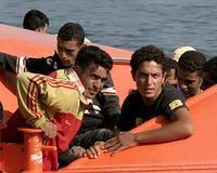 Los 32 inmigrantes que llegaron a Motril habían pagado 1.200 euros por la travesía y habían bebido agua de mar