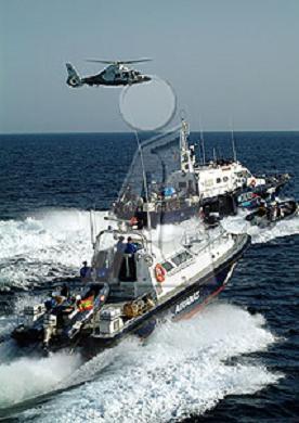 Interceptan una embarcación neumática con diez fardos de hachís a siete millas de La Mamola