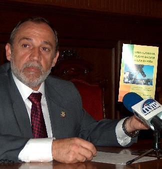Agricultura recurre a expertos que están trabajando por toda Andalucía para eliminar el escarabajo picudo de las palmeras