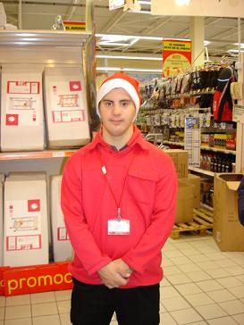 Un joven con síndrome Down es contratado como reponedor en Alcampo-Motril