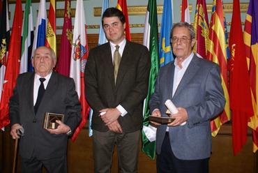 El alcalde de Motril entregó la Medalla de Oro de la Ciudad a los exalcaldes José Molina y Juan José Escribano