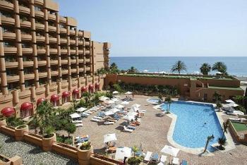 Los despedidos del hotel Almuñécar Playa endurecen su protesta